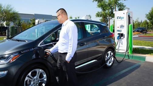 通用合作美国最大的三家充电网络 为电动汽车客户提供无缝充电体验