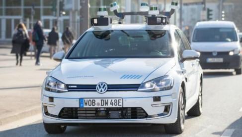 大众汽车于德国汉堡街上 测试自动驾驶汽车 