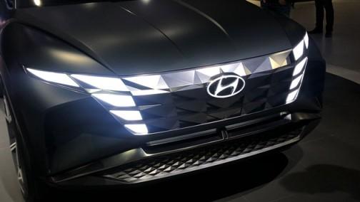 2019洛杉矶车展:现代插电混动概念SUV HDC-7亮相 来自未来!