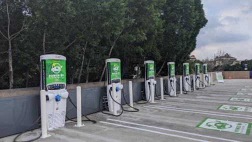 """拜登官宣""""天量""""基建:全美建50万电动车充电站,改造交通、宽带、水和清洁能源"""