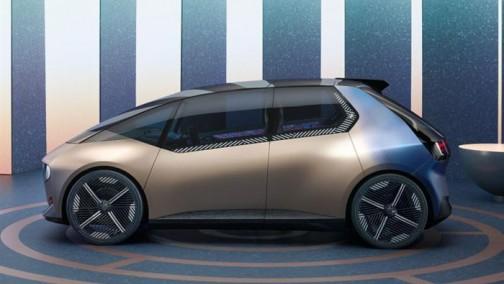 德国车企三巨头争锋:宝马/奔驰/大众展示最新电动成果